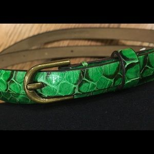 ANN TAYLOR Leather Skinny Belt. Beautiful color.